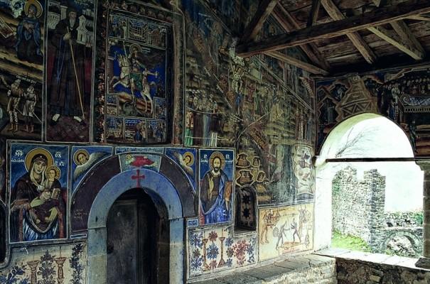 Πρωτογενείς τοιχογραφίες στη Μονή Αγ. Γεωργίου.