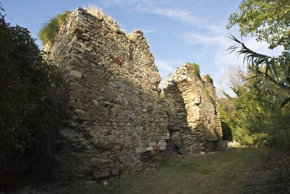 Τα ερειπωμένα τείχη της Βυζαντινής Αναστασιούπολης