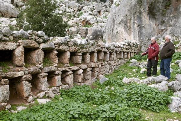 Παμπάλαιες λίθινες κυψέλες της Παλιάς Μονής Τιμίου Προδρόμου