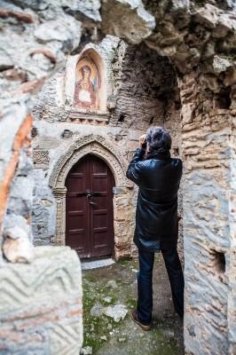 Η εικόνα της Βρεφοκρατούσας Ελεούσας στην είσοδο του ναού της Ζωοδόχου Πηγής