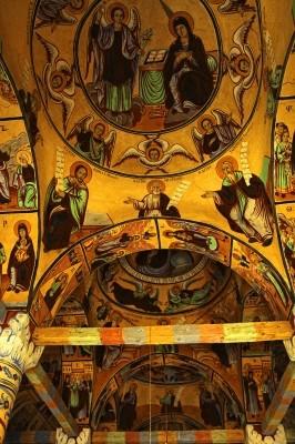 Οι τρείς τρούλοι της Μονής της Αγίας Τριάδας.