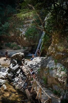 Γέφυρα που οδηγεί στον 1ο καταρράκτη