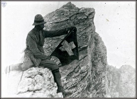 Ο Fred. Boissonnas στην Ταρπηΐα Πέτρα του Μύτικα 2-8-1913 Φωτ. D. Boud Bovy