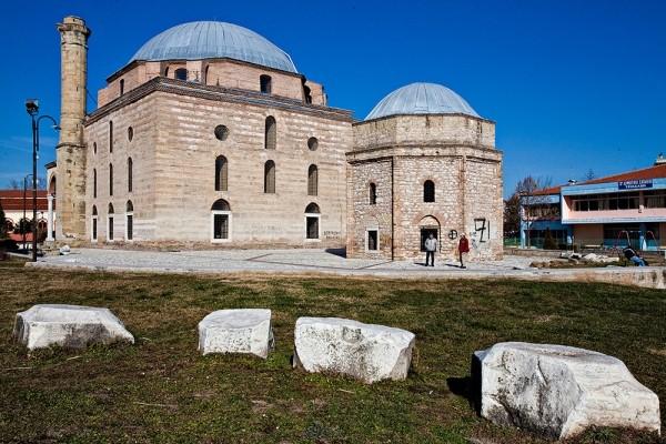 Το περίφημο Κουρσούμ Τζαμί, έργο του φημισμένου αρχιτέκτονα Μεϊμάρ Σινάι Πασά 1557.