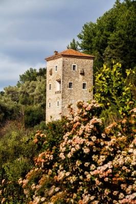 Ο πενταόροφος Πύργος της Κούλιας