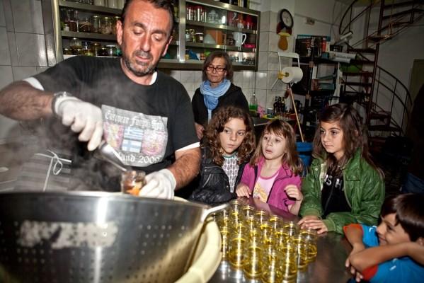 Ολοκλήρωση της διαδικασίας μετατροπής των άγριων μανιταριών σε πικάντικο τουρσί
