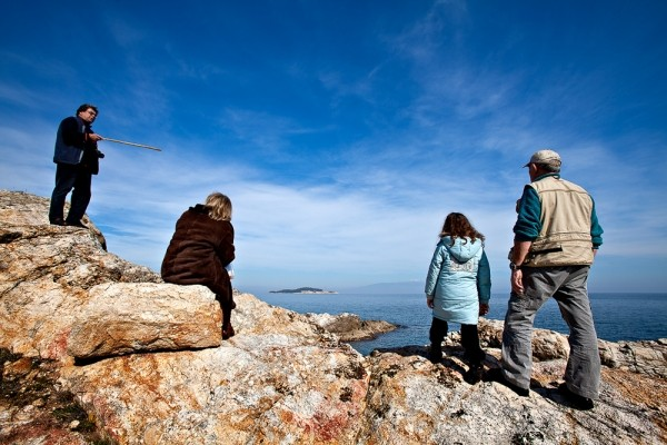 Το σημείο ακριβώς στο οποίο γώνιαζε το βόρειο με το ανατολικό σκέλος της αρχαίας πόλης. Στο βάθος ο Καυκανάς.