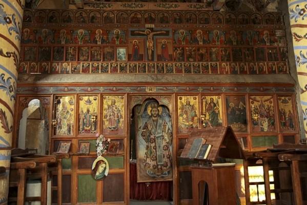 Στο εσωτερικό της Μονής της Αγίας Τριάδας.