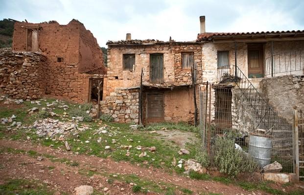Παλιά πλινθόκτιστα σπίτια