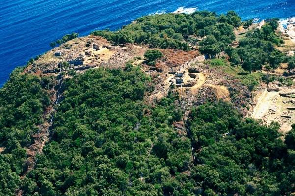 Αεροφωτογραφία του βόρειου λόφου των Σταγείρων από τα ΒΔ