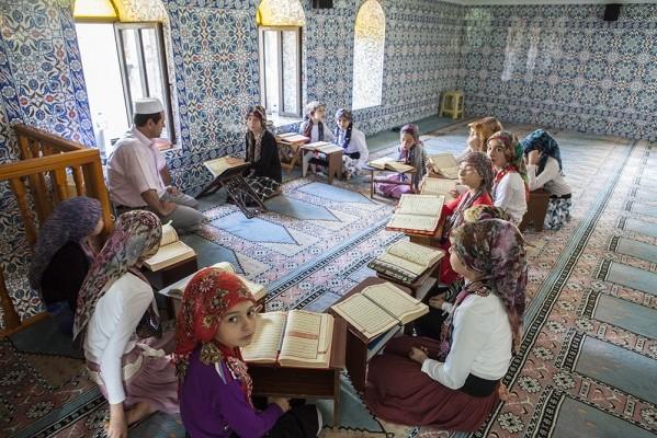 Μικρά Πομακόπουλα στο τζαμί