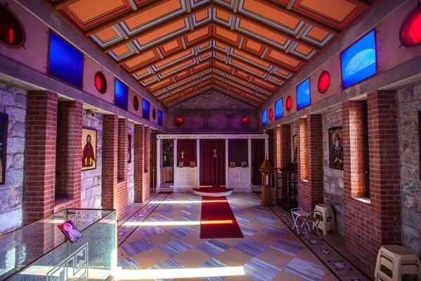 Εσωτερικό του ναού του Οσίου Κλήμη.