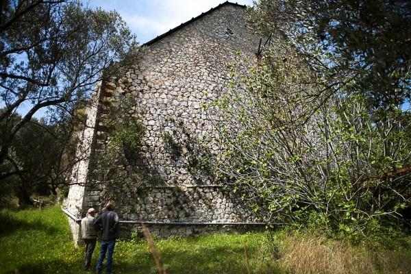Το ογκώδες κτίριο της Αποθήκης Συγκέντρωσης Λιγνίτη