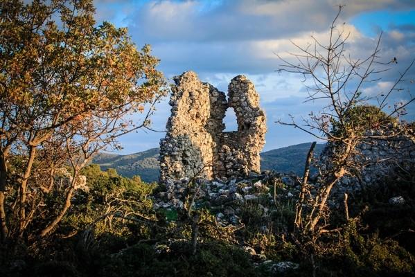 Φρούριο Σκήτης. Ερειπωμένος πύργος.