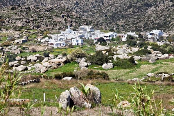 Ο οικισμός της Βωλάξ. Χτισμένος στο περίφημο γρανιτικό πεδίο