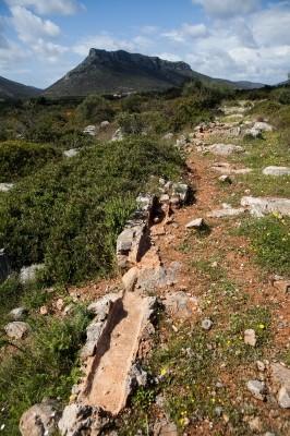 Υπολείμματα αρχαίου καναλιού στην αρχαία Επίδαυρο Λιμηράς