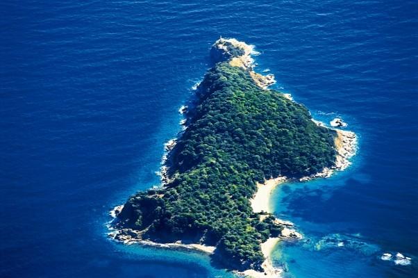Η νησίδα Κάπρος από αεροφωτογραφία
