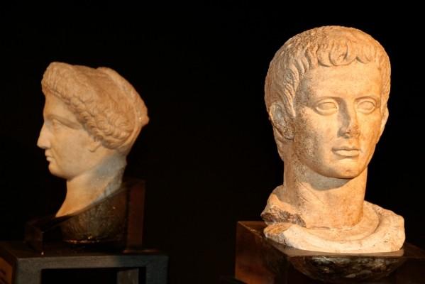 Κεφαλή από μαρμάρινο, υπερφυσικού μεγέθους άγαλμα του Οκταβιανού Αυγούστου.