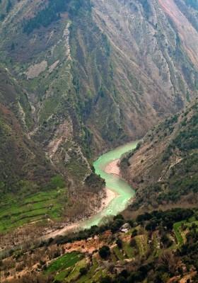 Τα στενέματα του Αχελώου στην ορεινή Αργιθέα, κάτω από τη μονή Σέλτσου.