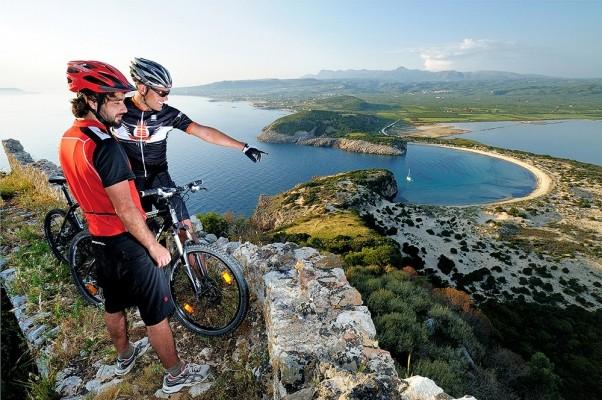 Εκτός απο τους πεζούς στο Παλαιόκαστρο ανεβαίνουν και ποδηλάτες.