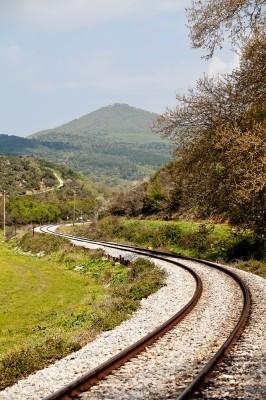 Η ελικοειδής διαδρομή της σιδηρ. γραμμής από Αλεξανδρούπολη προς Αγίους Θεοδώρους.
