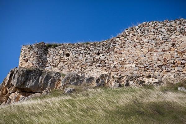 Ισχυρή τοιχοποιία με αργολιθοδομή, συνδετικό κονίαμα και πλίνθους
