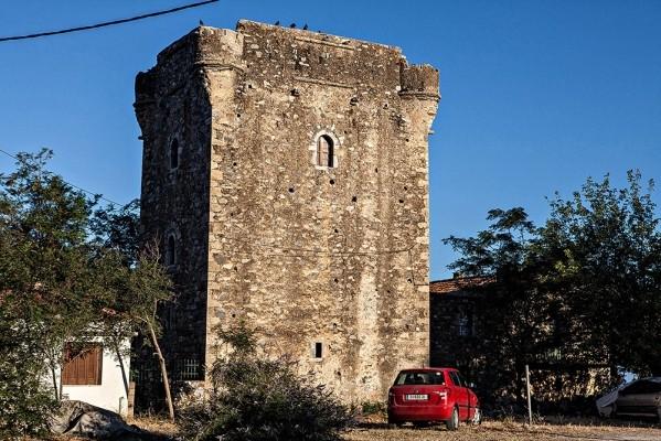 Ο εντυπωσιακός αναπλασμένος Πύργος του Χρηστέα στον Αγ. Δημήτριο.