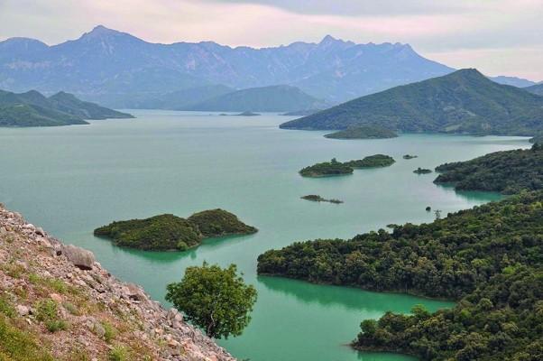 Τμήματα από τη λίμνη Καστρακίου.