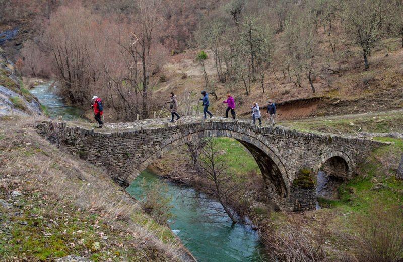 Στα ορεινά χωριά, ποτάμια και πετρογέφυρα του Βοΐου