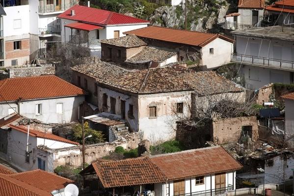 Παλιά γραφικά σπίτια της Δεσφίνας