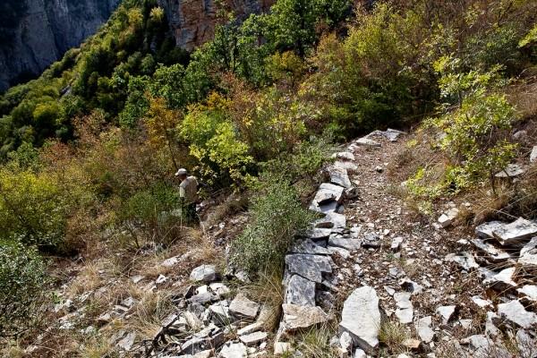 Υπολείμματα μόνον έχουν απομείνει από την πάλαι ποτέ Σκάλα του Ρογκοβού.