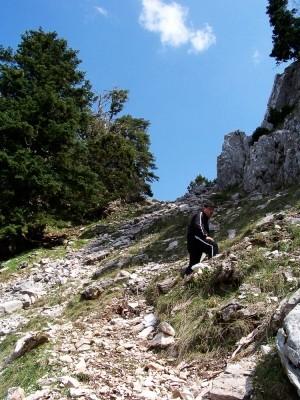 Προς τη σπηλιά του Κατσαντώνη