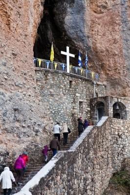 Παναγία του Βράχου. Ασκηταριό και μοναστηράκι στη σχισμή του πελώριου βράχου.