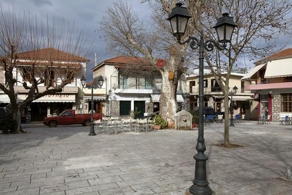 Κεντρική πλατεία Δεσφίνας