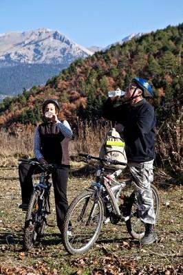 Με τα ποδήλατα της GREEK ADVENTURES στην κοιλάδα του Αροάνιου ποταμού.