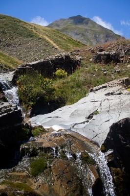 Ο Αλιάκμονας με κρυστάλλινα νερά
