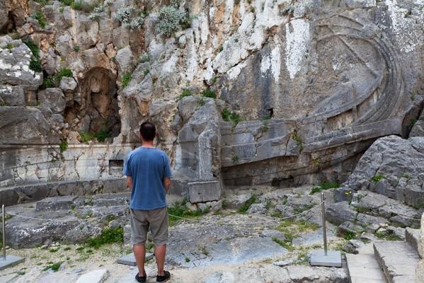 Τριημιολία στον κάθετο βράχο της Ακρόπολης της Λίνδου
