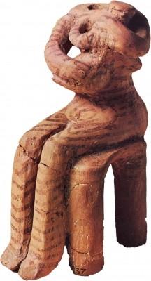Ειδώλιο καθιστής γυναικείας μορφής με παιδί. Νεότερη Νεολιθική.