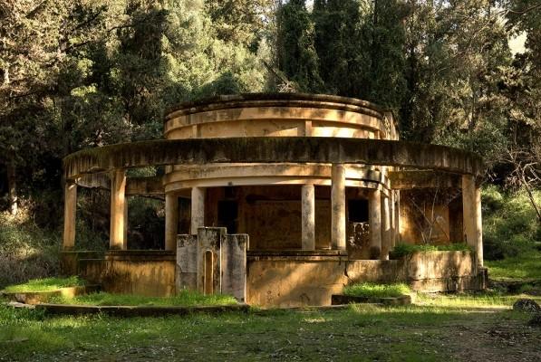 Τα παλιά λουτρά Κυλλήνης
