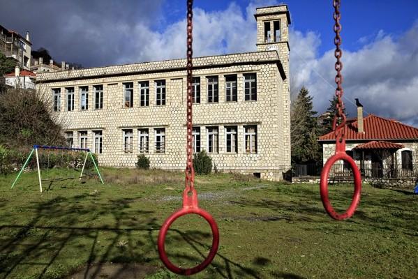 Το μεγαλόπρεπο Δημοτικό Σχολείο στο Γεωργίτσι.