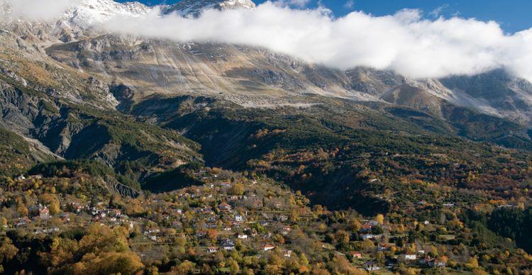Τζουμέρκα: Δασικό Χωριό και Καταρράκτης