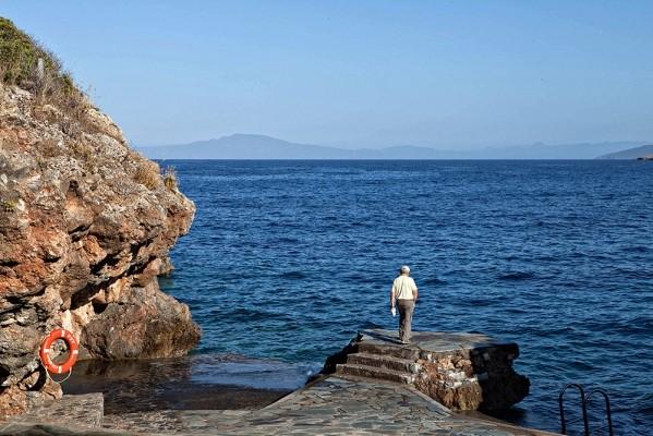 Η βραχώδης ακτή Γνώσπη στον Αγ. Νικόλαο