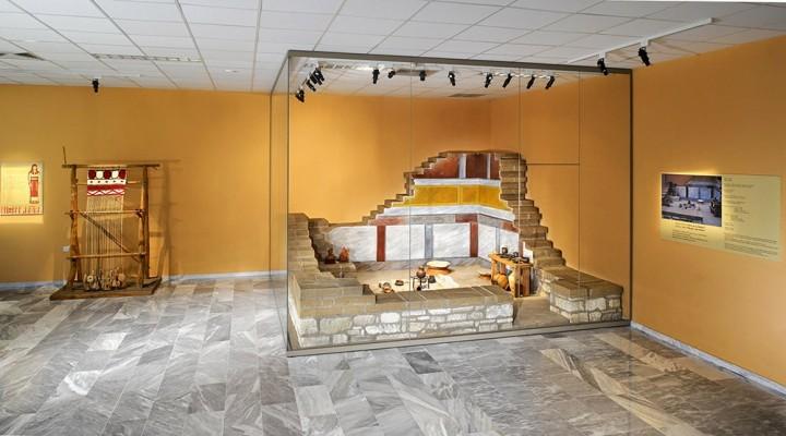 Μουσείο Αιανής. Αναπαράσταση Δωματίου Γ της οικίας με συμβατική ονομασία Σπίτι με Σκάλες.