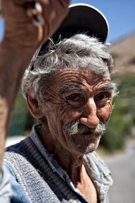 Νίκος Κατσαρέας. Μια γραφική και κυρίως γελαστή φατσούλα στις Θαλάμες.
