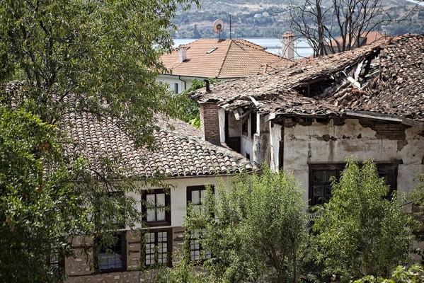 Αρκετα παλια σπίτια έχουν κηρυχθεί διατηρητέα, έχουν αφεθεί όμως ανυπεράσπιστα στη φθορά του χρόνου