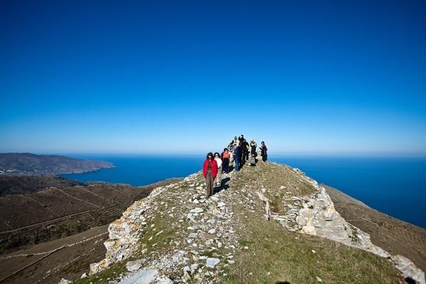 Στην κορυφή του απότομου λόφου του Πάνω Κάστρου σε υψόμετρο 600 περίπου μέτρων.