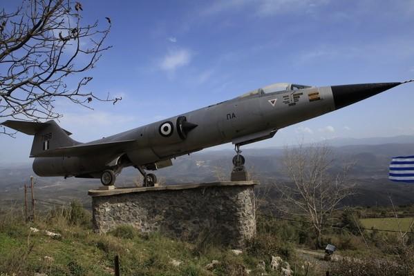 Το περίφημο F-104 αφιερωμένο από το Γ.Ε.Α. στο Γεωργίτσι.