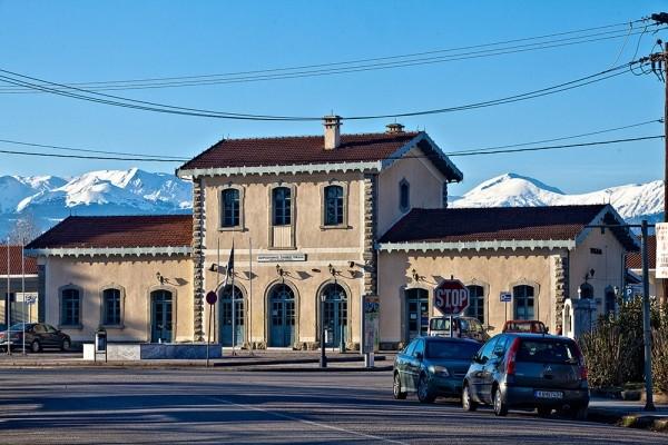 Το κτίριο του Σιδηροδρομικού Σταθμού στο τέρμα της Ασκληπιού.