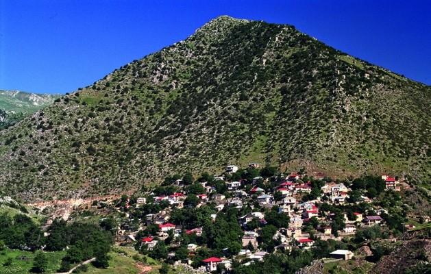 Το Χαλίκι, κάτω από τις πηγές του Αχελώου είναι το πρώτο χωριό που συναντά το διάσημο ποτάμι.
