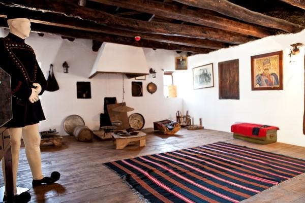 Το εσωτερικό του σπιτιού, όπου φιλοξενήθηκε και φονεύθηκε ο Μακεδονομάχος  Παύλος Μελάς, έχει μετατραπεί σε χώρο προσκυνήματος και μουσείο.